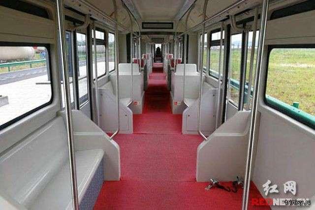Китайський трамвай на колесах (5 фото + відео)