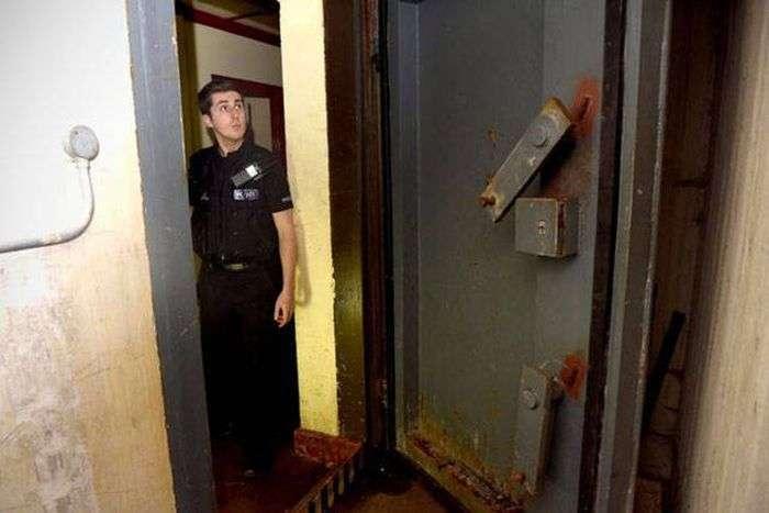 Незвичайна знахідка в старому британському бомбосховище (13 фото)
