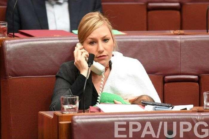 Австралійський сенатор вперше погодувала дитину грудьми на засіданні парламенту (4 фото)