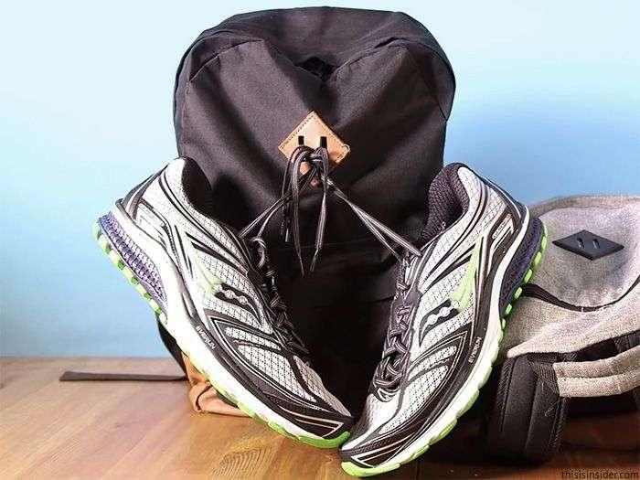 А ви знаєте, для чого потрібен цей квадрат на рюкзаках? (2 фото)