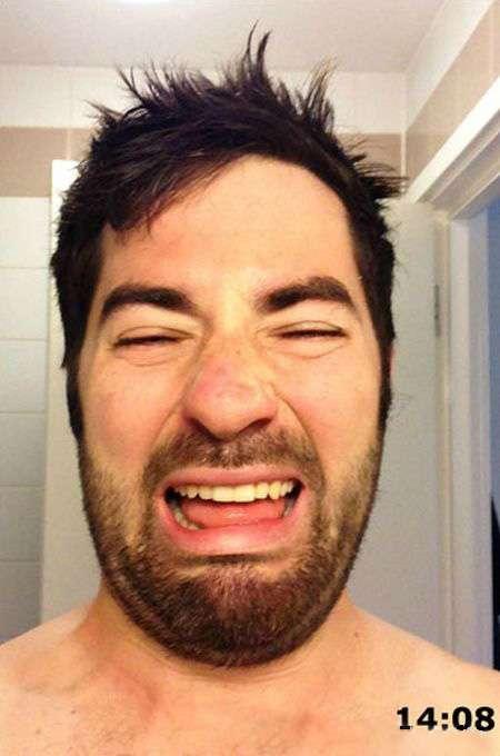 Хлопець вибрав невдалий момент, щоб збрити бороду (4 фото)