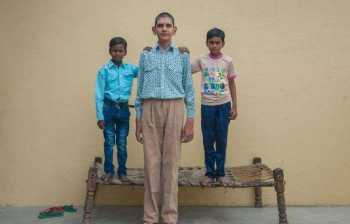 В Індії живе найвищий 8-річний хлопчик у світі (13 фото)