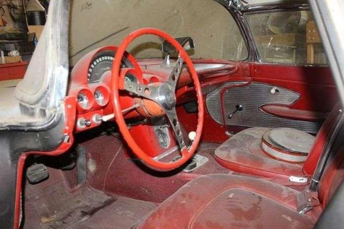 Простояв 44 роки в гаражі Chevrolet Corvette С1 продають за 36 700 доларів (10 фото)