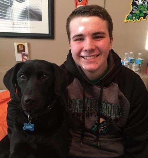 Собаку внесли до випускний фотоальбом (3 фото)