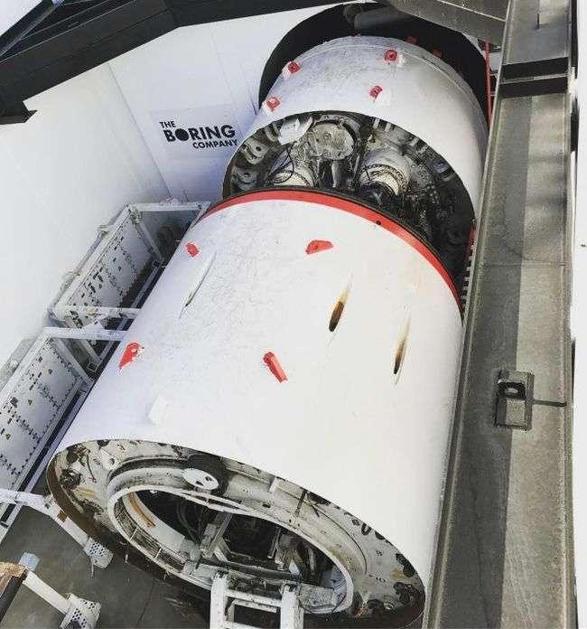 Ілон Маск показав розгін електричної платформи в споруджуваному тунелі під Лос-Анджелесом (3 фото + 2 відео)
