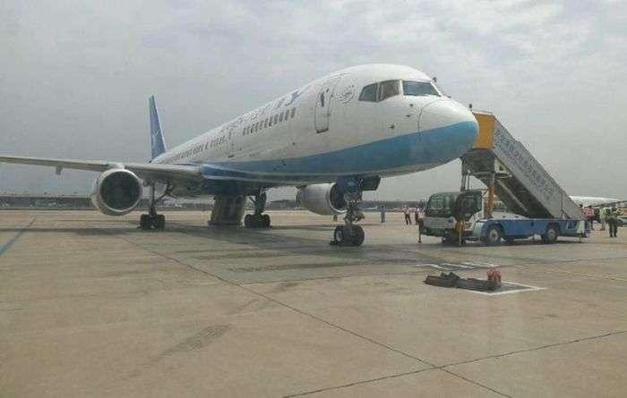 У Китаї цікава жінка відкрила аварійний вихід літака (3 фото)