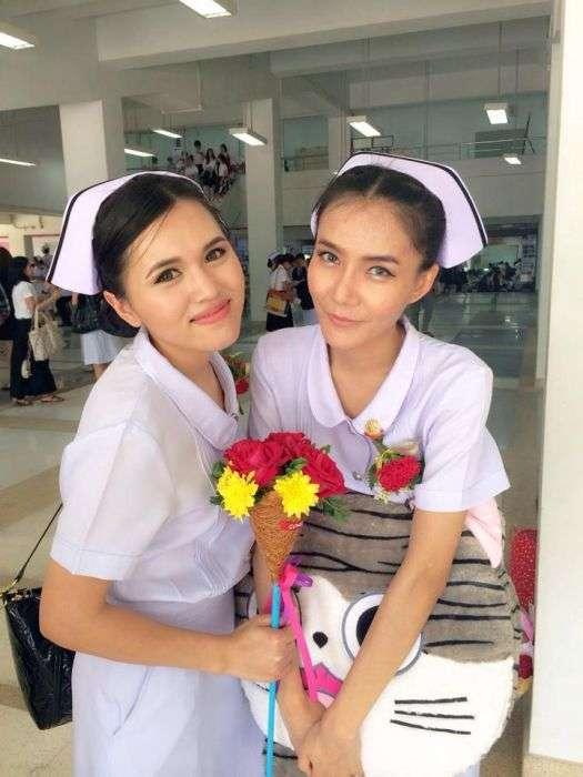 У Таїланді медсестрі довелося звільнитися з-за короткій спідниці (10 фото)
