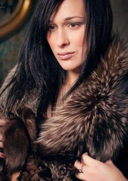 Фіналістка «Битви екстрасенсів» Ілона Новосьолова загинула, впавши з 6 поверху (2 фото)