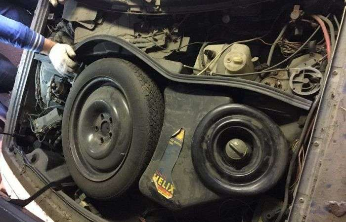 Знайдено ексклюзивний спорткар Renault Alpine A610 Turbo співака Жені Білоусова (15 фото)