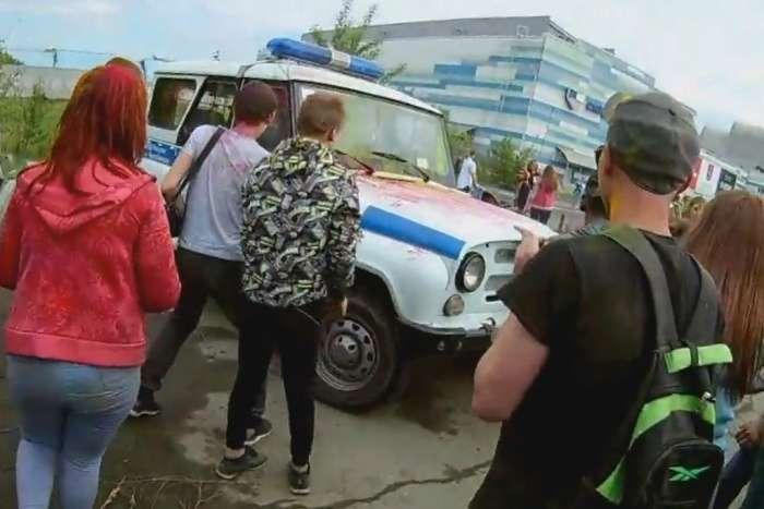 Підлітки влаштували масові безлади на фестивалі фарб в Челябінську (3 фото + відео)