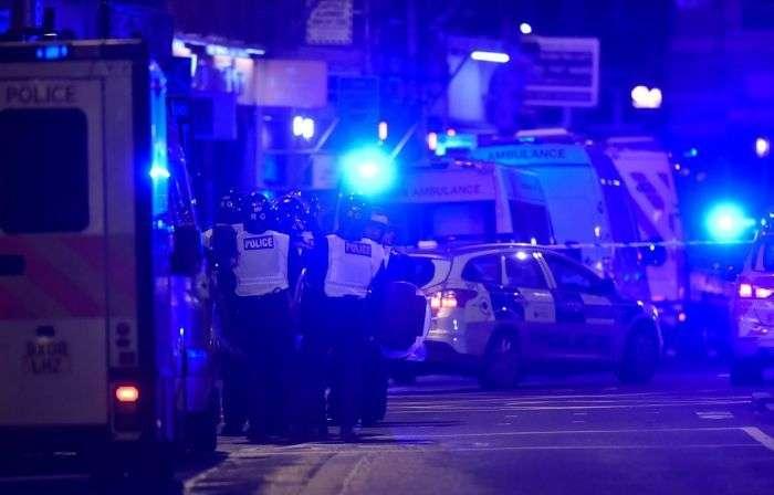 У Лондоні фургон врізався в натовп людей у мечеті (16 фото + відео)