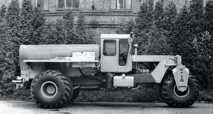 Триколісна сільськогосподарська машина МВУ-30 (4 фото)