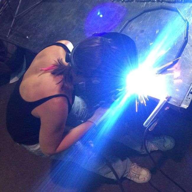 Дівчата, що займаються нежіночою працею (19 фото)