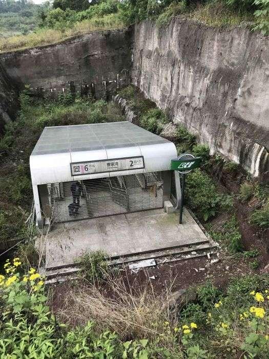 Найдивніша станція метро в Китаї (6 фото)