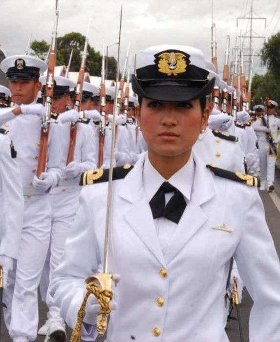 Дівчата-військовослужбовці з різних країн світу (35 фото)
