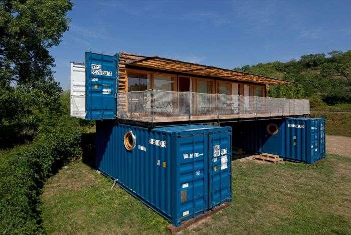 У Чехії побудували компактний готель з трьох транспортних контейнерів (13 фото)