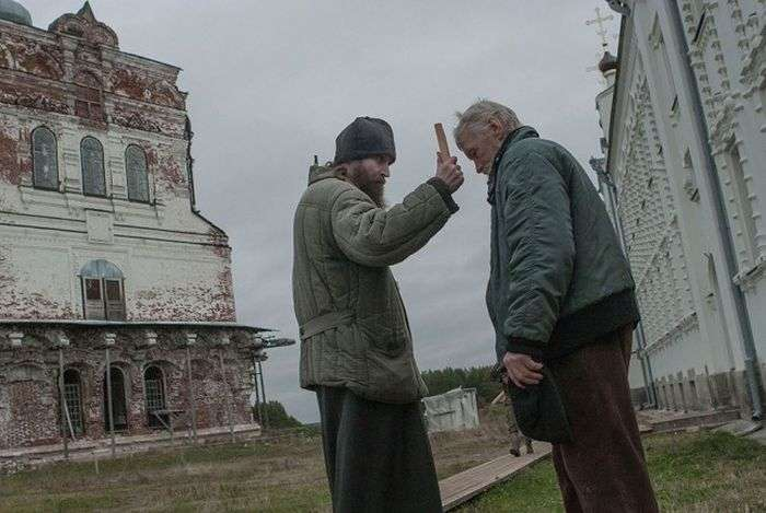 Життя у віддаленому чоловічому монастирі Архангельської області (23 фото)