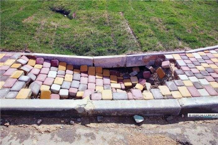 У Керчі будинки для переселенців не витримали перших дощів (10 фото)