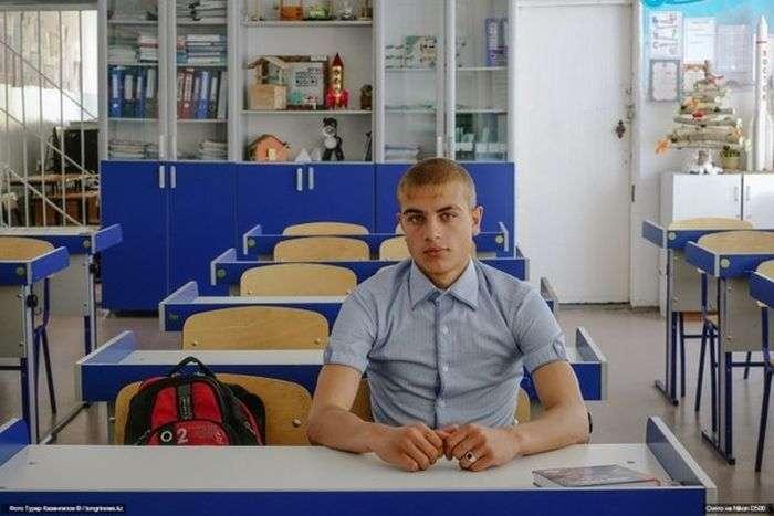 Олексій Деревянко - єдиний випускник своєї школи (5 фото)