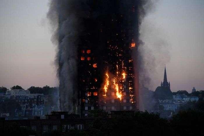 У Лондоні горить 27-поверховий житловий будинок (11 фото + 2 відео)