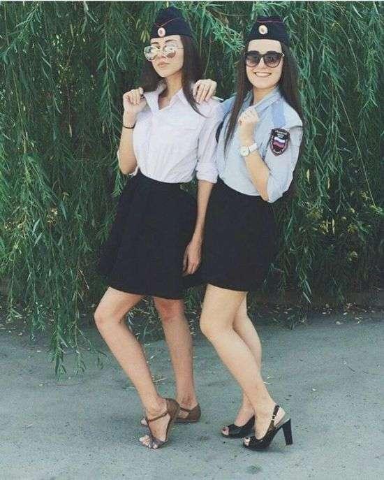 Симпатичні дівчата на сторожі порядку (24 фото)