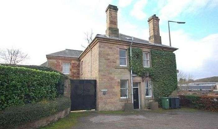 У Великобританії продають перероблений під житловий будинок старий поліцейський ділянку (8 фото)