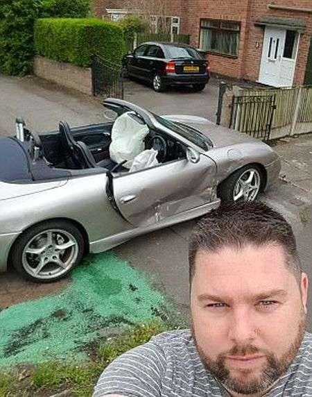 Британець спокійно відреагував на розбитий ексклюзивний спорткар Porsche 911 (5 фото)