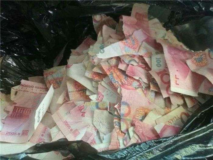 Хлопчик перетворив 50 000 юанів пазл (3 фото)
