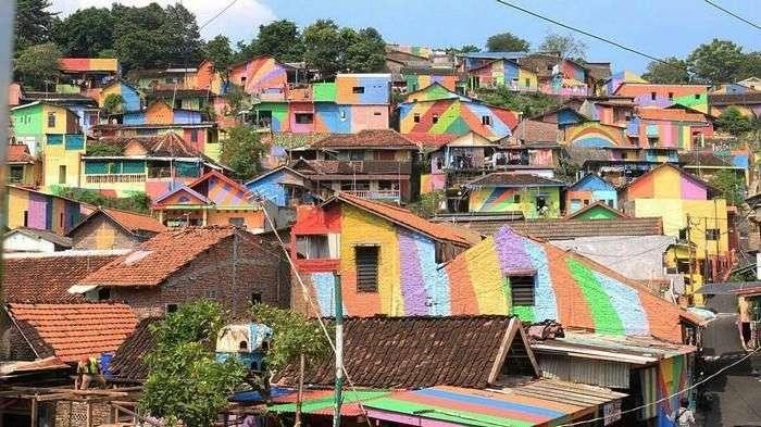 Кампунг Пелангі - індонезійська село, засиявшая всіма кольорами веселки (12 фото)
