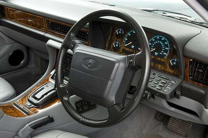 Розкішні інтерєри автомобілів 80-х (18 фото)