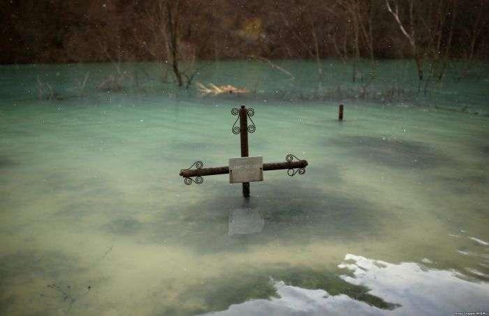 Джамана - румунська село, затоплена отруйними відходами (12 фото)