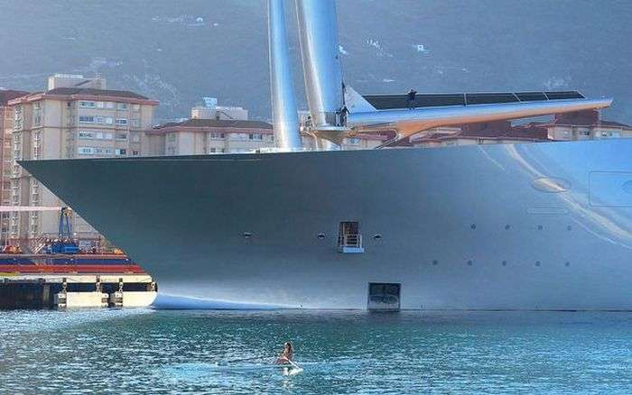Яхта російського мільярдера Андрія Мельниченка Sailing A Yacht на випробуваннях в Гібралтарі (6 фото + відео)