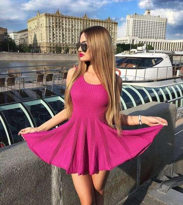 Красиві дівчата в коротких сукнях (40 фото)