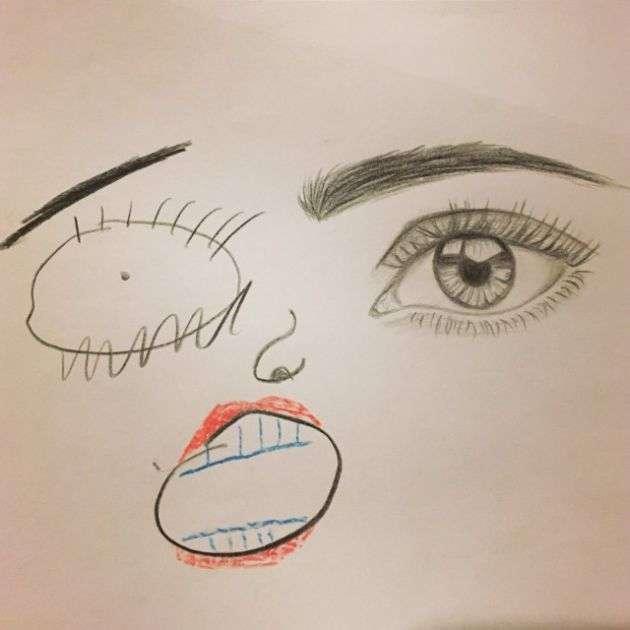 Дитина закінчив ескіз малюнка (2 фото)