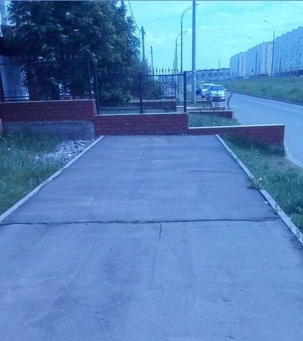 Неправильний тротуар в Набережних Челнах (3 фото)