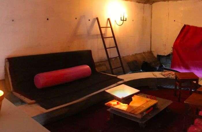 У Тулузі здається незвичайна кімната під мостом (5 фото)