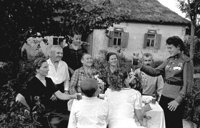 Бійці Червоної армії повертаються додому (15 фото)
