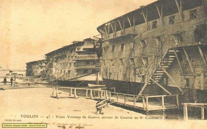 Кладовища деревяних кораблів (27 фото)