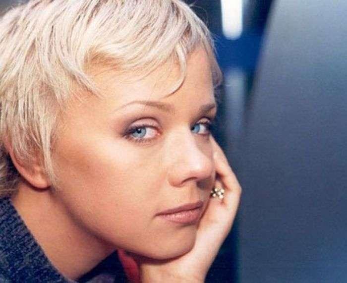 Як виглядають і чим займаються популярні співачки 90-х (51 фото)